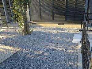 防草シート+砂利